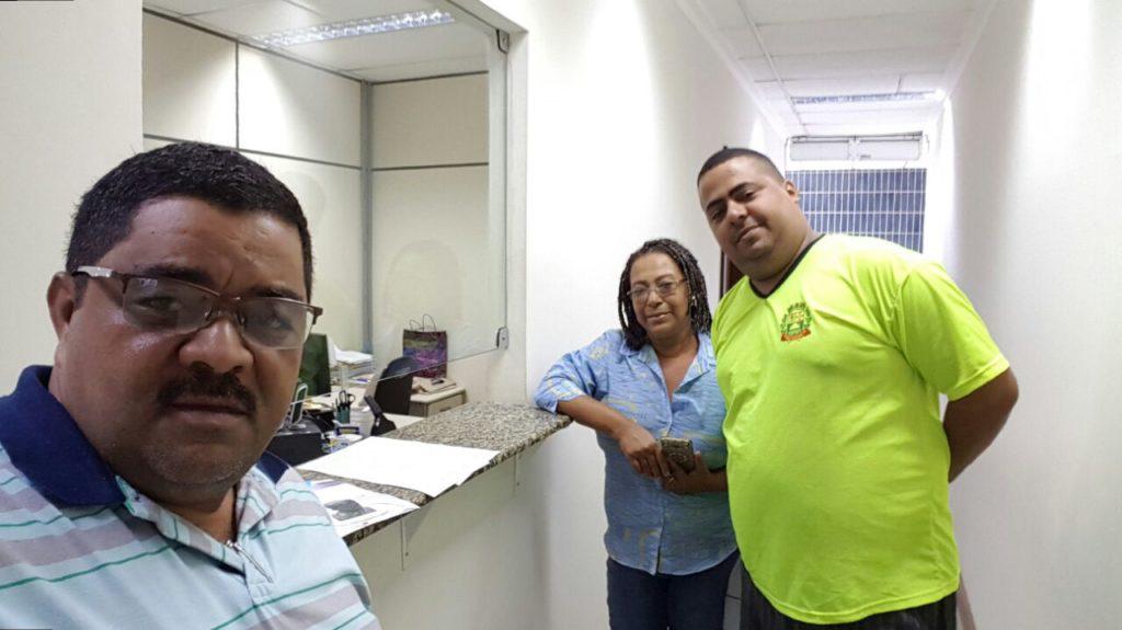 Na manhã desta quarta-feira, o presidente Gil, a diretora Edneia Rosário e o membro da comissão Cristiano Martins protocolaram o ofício da rejeição da proposta do prefeito